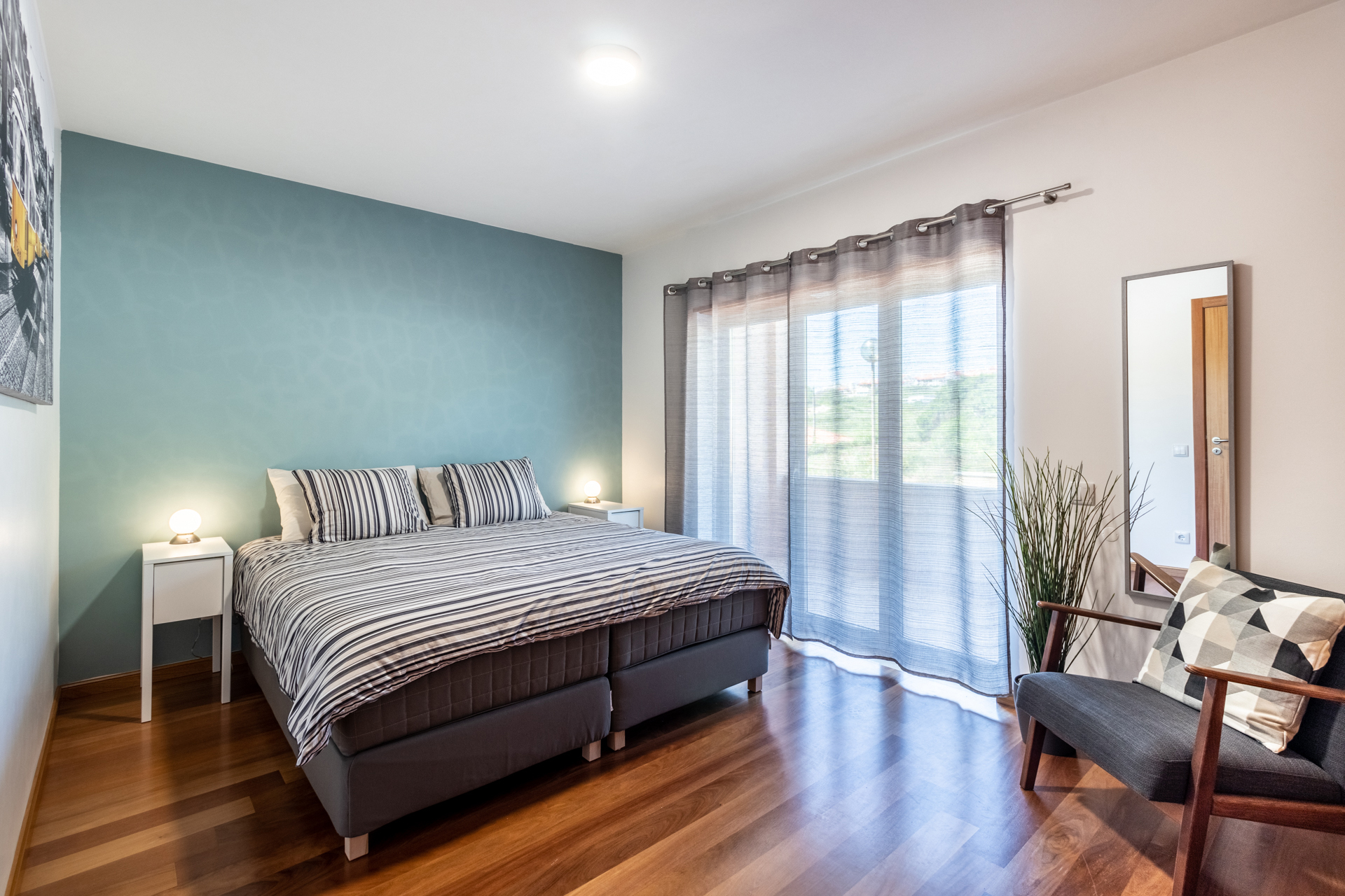 Quarto de casal com varanda / Double Bedroom with balcony